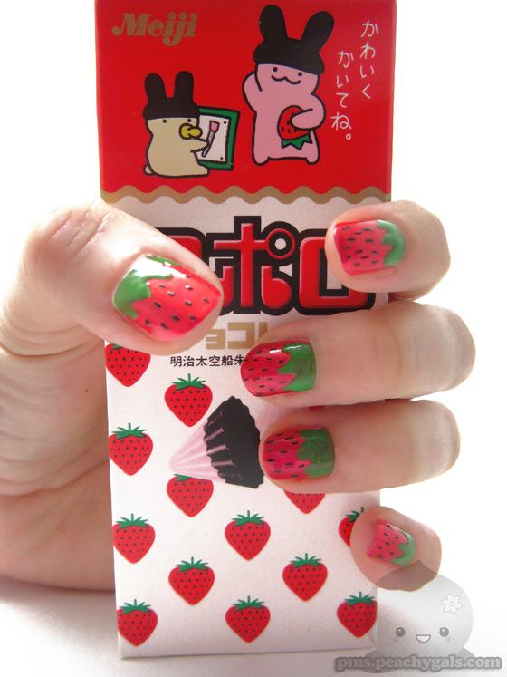 fingernägel mit erdbeer-design